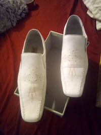 pair of white leather slip on shoes Shawnee, 74804