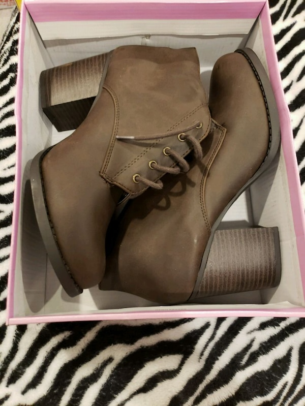 Soda size 9 brown booties