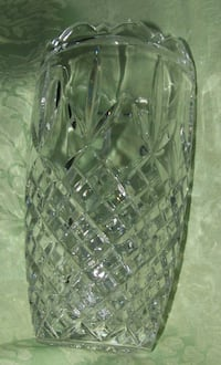 PRETTY VINTAGE CUT GLASS VASE WITH SCALLOPED TOP