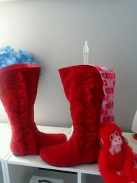 Red Suede boots for sale. Size 7. PICK UPS ONLY. Capitol Heights, 20743