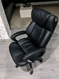 black leather office rolling armchair Brampton, L7A 0V3