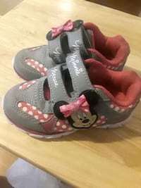 Minnie Mouse shoes Size 6 1/2 Mustang, 73064