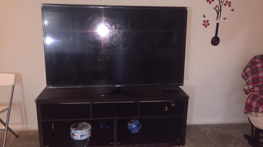 Samsung 60 inc smart tv  1080p with stand  0