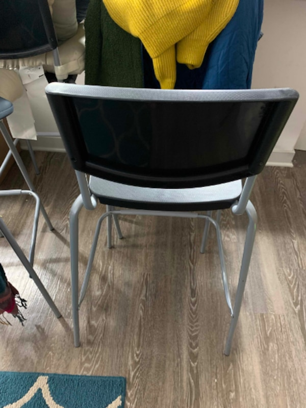 4 Kitchen Stools in Excellent Shape