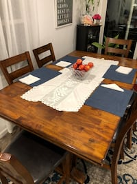 Dinningroom table and shairs