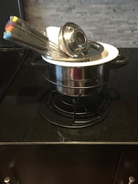 Stainless steel and black cooking pot Toronto, M5V 1M9
