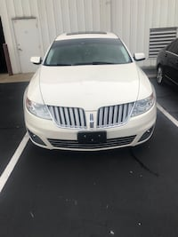 Lincoln - MKS - 2010 Louisville