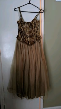 Gold Gown - Size 8 Mississauga, L5G 1C3