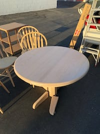 Round Dinner Table (4 Feet wide) with 4 Matching Chairs Burbank, 91501