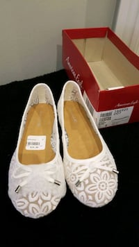 Girls Size 2 White Lace Flats - NEW Mississauga, L5M 0B7
