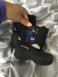 Toddler size 4 winter boots  Dartmouth, B2W 1C3