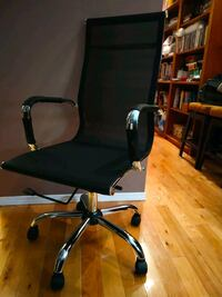 black and gray rolling armchair 3809 km