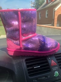 Brand new limited edition pink/purple uggs Washington, 20002
