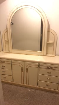 White wooden dresser with mirror Woodcliff Lake, 07677