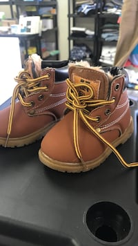 pair of brown leather work boots Ventura, 93003