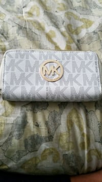 white Michael Kors leather wristlet Chattanooga, 37416