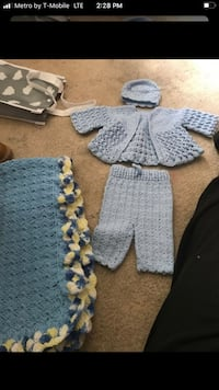 Knitted unisex outfit and blanket