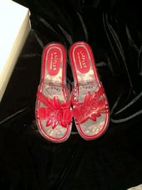 pair of red-and-white flats Livonia, 48154