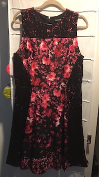 women's black and red floral sleeveless dress New York, 10025