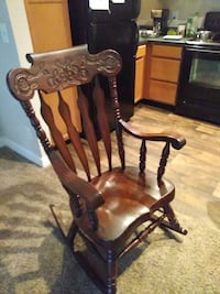 Red oak Rocking chair paid 250$