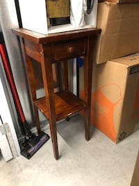 End table / night stand with drawer