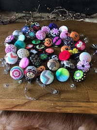 assorted color pin buttons