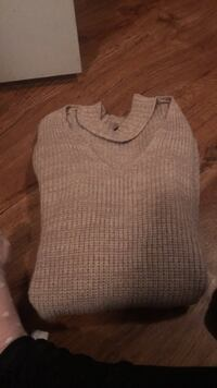 Tan knit sweater  Spruce Grove, T7X