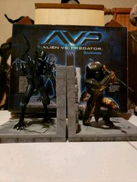 Alien vs Predator Bookends Langley, V3A 4H6