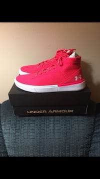Brand New Big Kids Under Armour Shoes Size 5 Carlisle, 50047