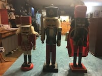 Three nutcracker soldiers Grottoes, 24441