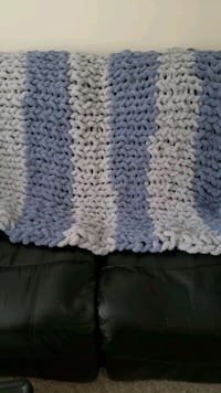 Brand new chunky hand-knit blankets Spruce Grove, T7X 1A1