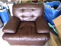 Brown leather chair Warminster, L3V 0R5