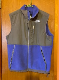 Women's Northface vest.