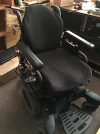 Q710 Quickie Electric Wheelchair, excellent condition, includes battery charger! Surrey, V4N 3C7
