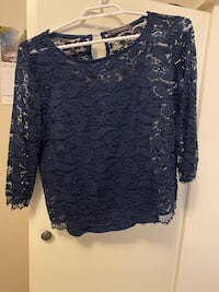 Blue lace top with tank top Suzy Shier
