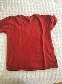 red crew-neck t-shirt Los Angeles, 90036