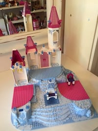 LEGO RAISED BASE PLATE WITH CASTLE PARTS AND THRONE