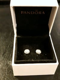 Authentic Pandora Earring  550 km