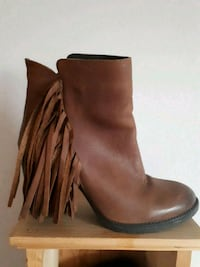 unpaired brown suede chunky heeled boot Saskatoon, S7H 0Z7