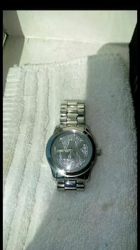 round silver-colored analog watch with link bracelet Huntington Beach, 92647