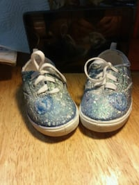 Size 7 handpainted girl's sneakers North Providence, 02904