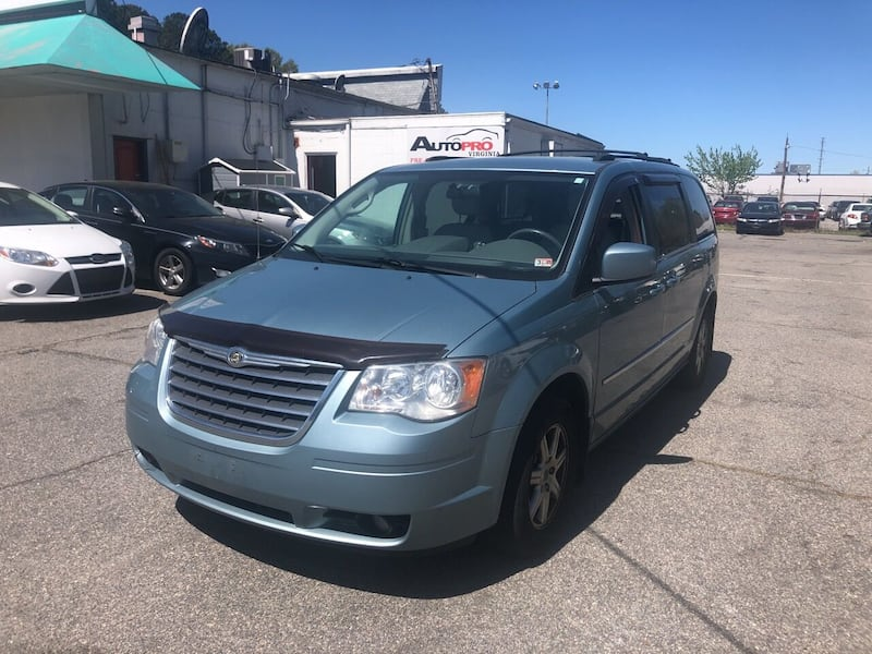 Chrysler-Town and Country-2010 8846ca01-04f6-43c8-a757-a9e2f7210a05