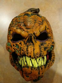 Rotted pumpkin mask movable jaw