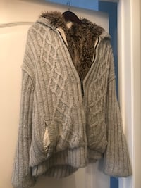 Men's Sweater Size L - Fur Interior Brampton, L6P 2Z5