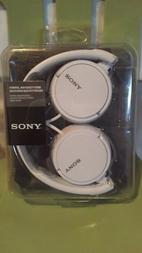 Sony headphones - NEW Laval, H7T 3A8