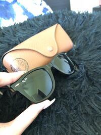 Original Classic Ray Ban Wayfarer Sunglasses - Woman Surrey, V3R 6S5