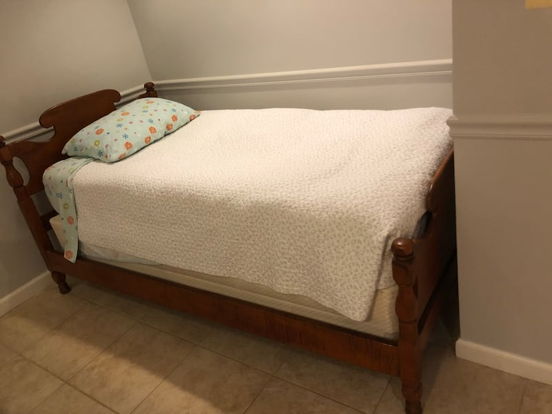 Twin beds 1