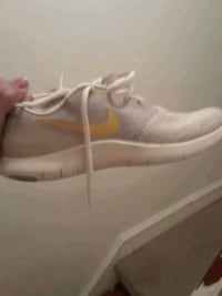 Nike shoes 8.5 gold and light gray and a half Philadelphia, 19128
