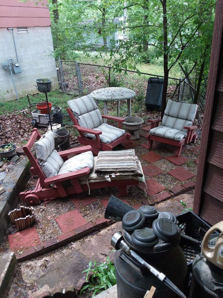 letgo Vintage Red wood lawn furniture w in Maumelle AR