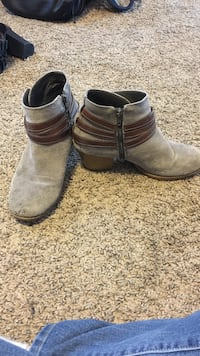 Size 8.5 pair of gray suede chunky-heeled ankle boots